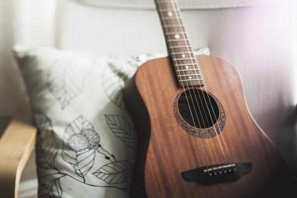 spedire una chitarra