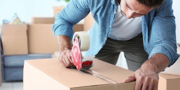 nastro adesivo chiudere scatola